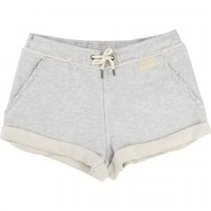 Gråmelerad Shorts, Une Fille