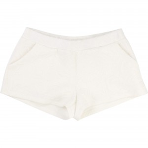 Vit/Off White Shorts, Une Fille