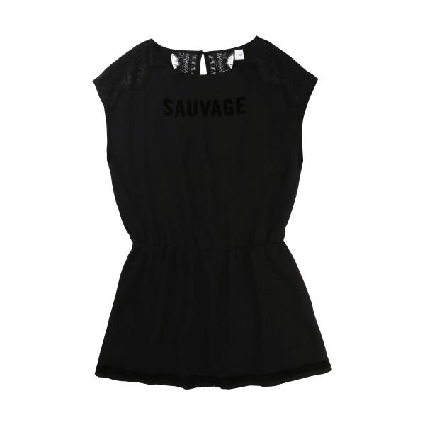 Black Dress Jeu, Une Fille
